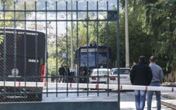 Ρομά απελευθέρωσαν κρατούμενο μέσα από τα χέρια αστυνομικών στην Ευελπίδων