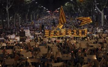 Εκατοντάδες χιλιάδες στους δρόμους της Βαρκελώνης για τη σύλληψη 2 αυτονομιστών ηγετών