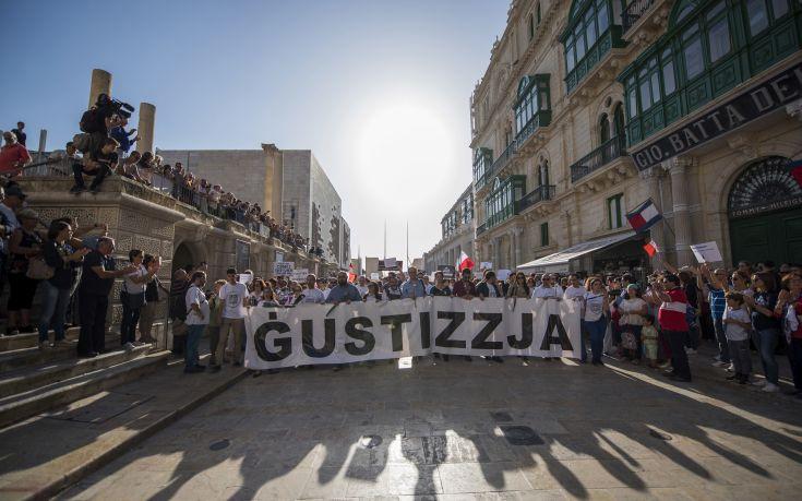 Οι Μαλτέζοι διαδηλώνουν μετά τη δολοφονία της δημοσιογράφου