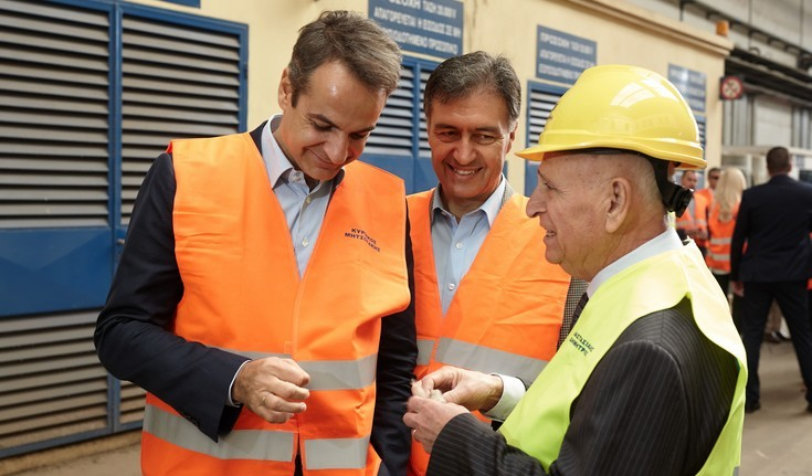 Ο Κυριάκος Μητσοτάκης σε εργοστάσιο στις Σέρρες