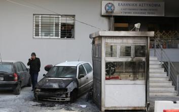 Φωτογραφίες από την επίθεση κουκουλοφόρων στο Α.Τ. Πεύκης
