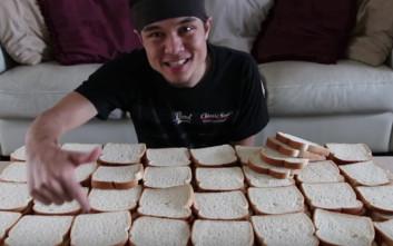 Έφαγε 100 φέτες ψωμί του τοστ σε λιγότερο από 40 λεπτά