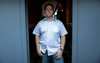 O γιος του Εσκομπάρ προειδοποιεί τους παραγωγούς του «Narcos» για τη βία των καρτέλ