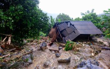 Δεκάδες νεκροί από τις πλημμύρες στο Βιετνάμ