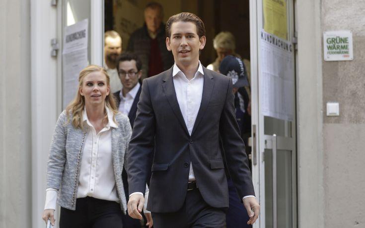 Αύριο η συνάντηση του αυστριακού καγκελάριου Κουρτς με Μέρκελ και Μακρόν στο Παρίσι