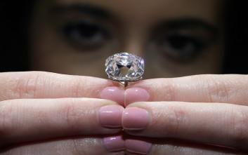 Σε δημοπρασία θρυλικό ροζ διαμάντι 19 καρατίων 4315ad32402