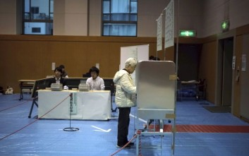Νικητή βγάζουν τα exit polls τον ιάπωνα πρωθυπουργό