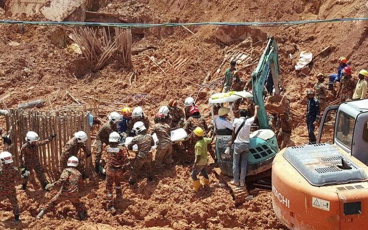 Έντεκα νεκροί εργάτες σε κατολίσθηση στη Μαλαισία