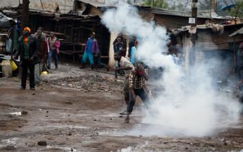 Εκλογές με πυροβολισμούς και δακρυγόνα στην Κένυα