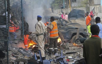 Βομβιστές αυτοκτονίας έσπειραν τον θάνατο στη Σομαλία