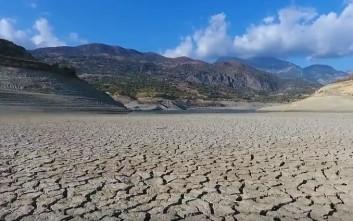 Στέγνωσε το φράγμα της Κρήτης και θυμίζει αφρικανική έρημο