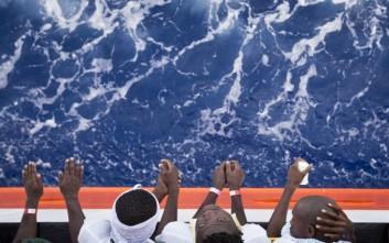 Πλοίο με 606 μετανάστες και πρόσφυγες έφτασε στη Σικελία