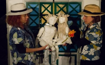 Ηθοποιοί και κούκλες μαζί στη σκηνή του θεάτρου Radar