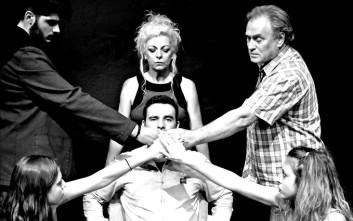«74 λεπτά για να πεις την αλήθεια» στο Life n' Art Theater στο Γκάζι