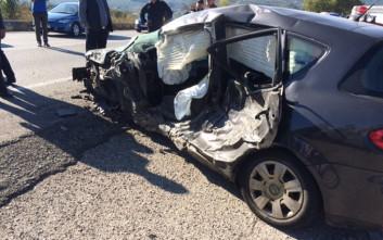 Σφοδρή σύγκρουση φορτηγού με αυτοκίνητο στην εθνική οδό Αντιρρίου – Ιωαννίνων