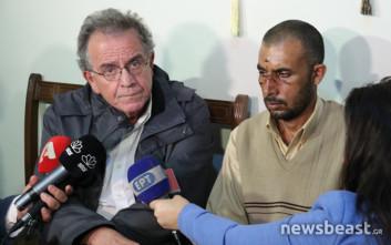 Μετανάστη-θύμα της επίθεσης στον Ασπρόπυργο επισκέφτηκε ο Μουζάλας