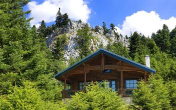 Ονειρεμένα ξύλινα καταλύματα για να πάρετε τα βουνά