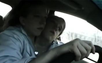 Οι σιαμαίες αδερφές που μπορούν ακόμη και να οδηγούν μαζί