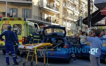 Λεωφορείο συγκρούστηκε με αυτοκίνητο, τρεις τραυματίες