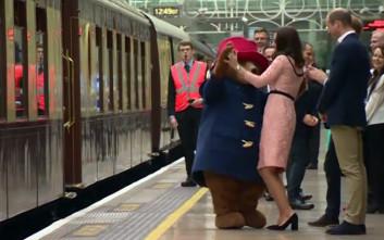 Η εγκυμονούσα Κέιτ Μίντλετον χορεύει με τον αρκούδο Paddington