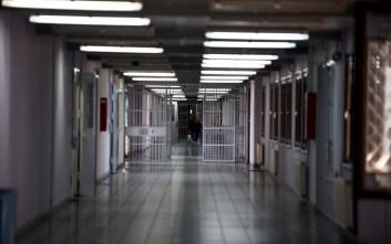 Καθαρίστρια καταδικάστηκε σε δεκαετή φυλάκιση για πλαστό απολυτήριο δημοτικού