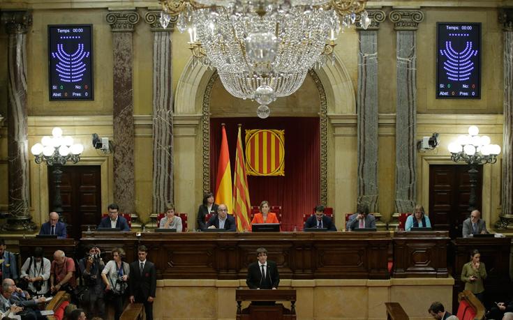 Σχεδόν 1.200 επιχειρήσεις μετέφεραν την έδρα τους εκτός Καταλονίας