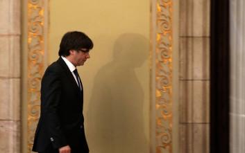 Ισπανός δικαστής απέσυρε τα διεθνή εντάλματα σύλληψης του Πουτζντεμόν