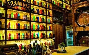 Θρυλικά μπαρ της Αθήνας που συνεχίζουν να γράφουν ιστορία