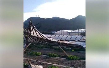 Ανεμόστροβιλος σήκωσε θερμοκήπια στην Κρήτη