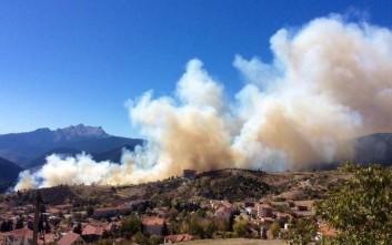 Φωτογραφίες από τη μεγάλη πυρκαγιά στο Καρπενήσι
