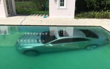 Τη χώρισε και εκείνη έριξε το πανάκριβο αμάξι του στην πισίνα