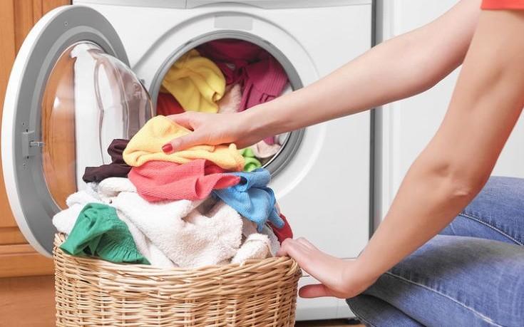 Γιατί δεν πρέπει να πλένουμε τα καινούρια ρούχα μαζί με τα παλιά