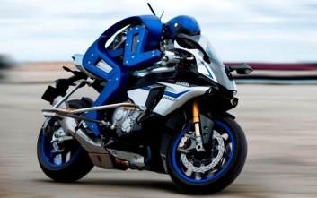Ο Valentino Rossi παραμένει πιο γρήγορος από το ρομπότ της Yamaha