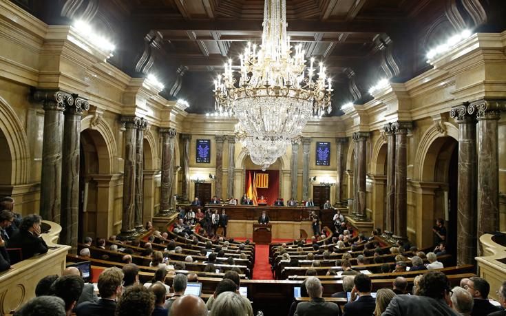 Ακύρωσε την κήρυξη της ανεξαρτησίας το Συνταγματικό Δικαστήριο της Ισπανίας