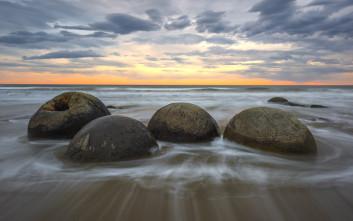Η φύση μπορεί και δημιουργεί εντελώς σφαιρικούς βράχους