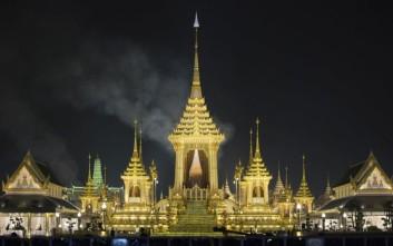 Ολόχρυσο και πανάκριβο το «τελευταίο αντίο» στον βασιλιά της Ταϊλάνδης