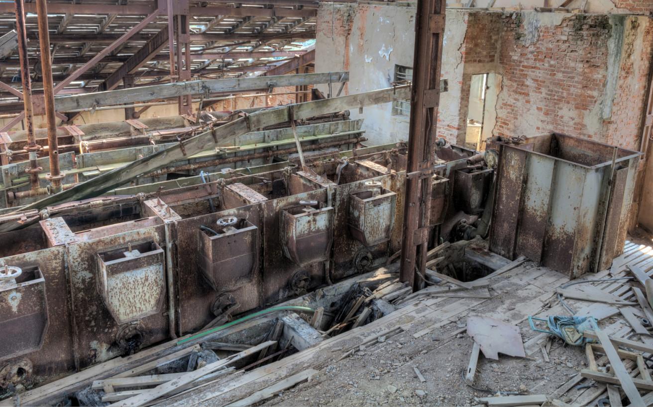 Σβήνουν οι μηχανές της ελληνικής βιομηχανίας που μπήκε σε κάθε σπίτι
