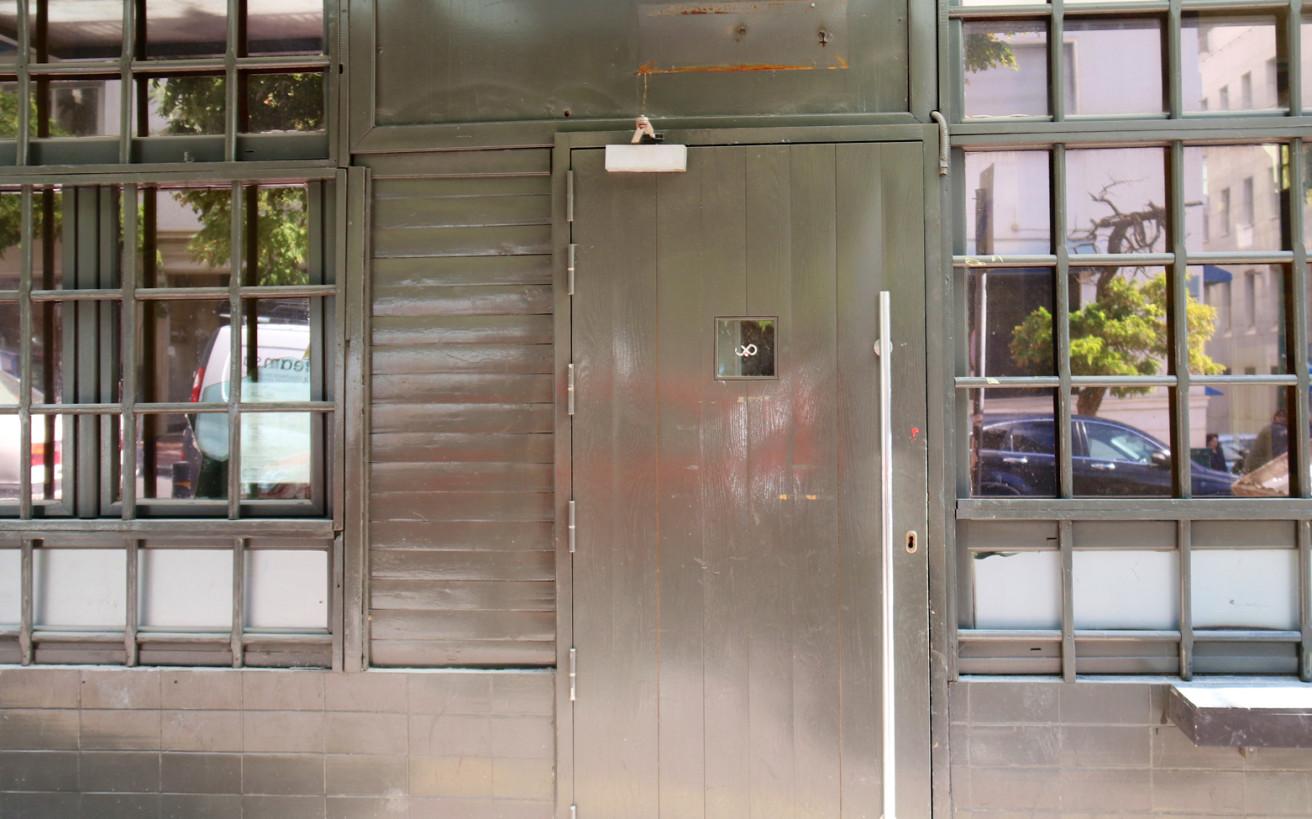 Το θρυλικό μαγαζί με την πιο σκληρή πόρτα ροκάρει και επιστρέφει εκεί απ' όπου ξεκίνησε