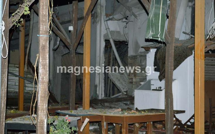 Βομβαρδισμένο τοπίο η Πορταριά έπειτα από έκρηξη σε ταβέρνα