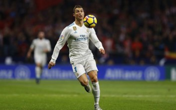 Real Madrid's Cristiano Ronaldo chases the ball during the Spanish La Liga soccer match between Real Madrid and Atletico at the Wanda Metropolitano stadium in Madrid, Saturday, Nov 18, 2017. (AP Photo/Francisco Seco)