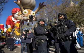 Υπό το άγρυπνο βλέμμα ισχυρών αστυνομικών δυνάμεων γιόρτασαν οι Νεοϋορκέζοι