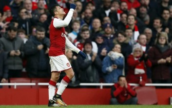 CORRECTS NAME OF PLAYER   Arsenal's Alexis Sanchez celebrates his goal during the English Premier League soccer match between Arsenal and Tottenham Hotspur at Emirates stadium in London, Saturday, Nov. 18, 2017. (AP Photo/Kirsty Wigglesworth)