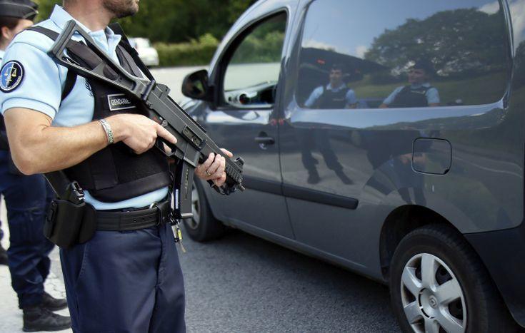 Στρατιωτικός στη Γαλλία πυροβόλησε άνδρα που απειλούσε με μαχαίρι την περίπολό του