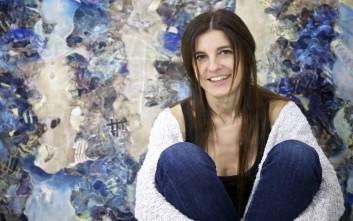 Η Ντένη Θεοχαράκη δημιουργεί «Σε κλίμακα σχεδίου»