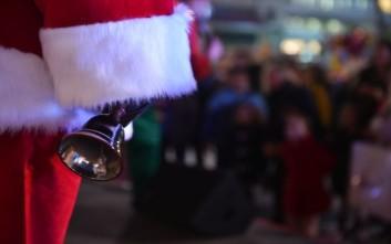 Πιτσιρικάς δεν έμεινε ικανοποιημένος από τα δώρα του και αναστάτωσε την αστυνομία