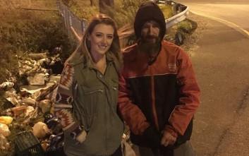 Άστεγος έδωσε σε μια κοπέλα τα τελευταία του λεφτά και εκείνη του μάζεψε… 300.000 ευρώ