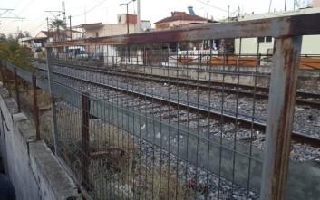 Συμβολική διαμαρτυρία στη Λάρισα για τον θάνατο 10χρονου στις σιδηροδρομικές γραμμές