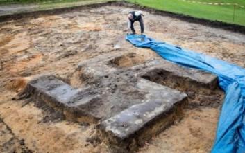 Τεράστια σβάστικα βρέθηκε θαμμένη σε γήπεδο στο Αμβούργο