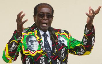 Ζιμπάμπουε: Ο Ρόμπερτ Μουγκάμπε ελπίζει στην ήττα των πρώην συμμάχων του