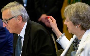 Μέι για Brexit: Να προχωρήσουμε από κοινού, να πάμε στο επόμενο στάδιο